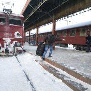 CFR Călători introduce 42 trenuri pentru elevii care merg de luni la școală