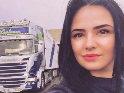 """Cea mai sexy șoferiță de tir supărată pe românii rămași în țară: """"Și-au pus pecetea #rezist pe frunte"""""""
