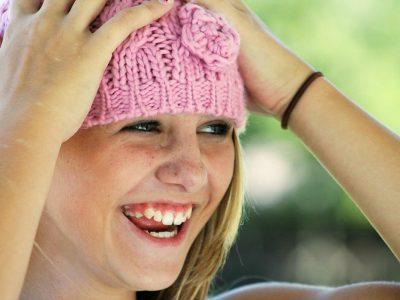 Cinci minute de râs pe zi țin medicul departe. Beneficiile umorului sunt uimitoare