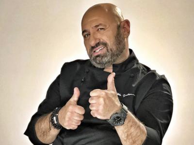 """Ce bucătar câștigă Chefi la Cuțite? Cătălin Scărlătescu a """"dat din casă"""""""