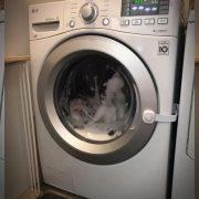 Cum să scoți rufele călcate din mașina de spălat. Trucuri de la gospodinele cu experiență
