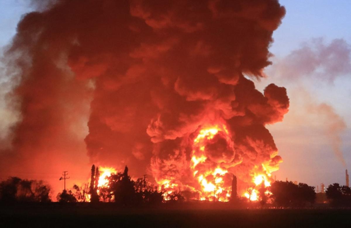 Incendiu catastrofal în Indonezia. A ars una dintre cele mai mari rafinării