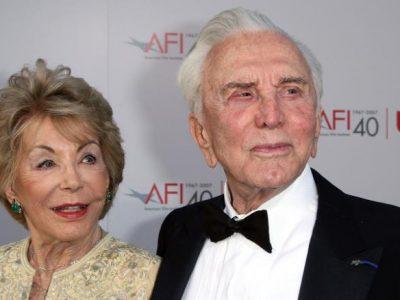 Anne Douglas, văduva actorului Kirk Douglas, a murit la vârsta de 102 ani