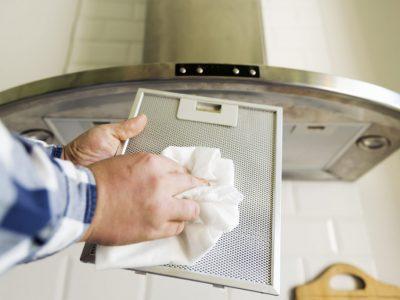 Cum să vă curățați hota de aragaz și filtrele acesteia. E foarte simplu