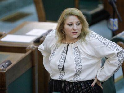 Diana Șoșoacă dată afară din Comisa Juridică unde urma să fie audiată. Senatoarea a sunat la Poliție