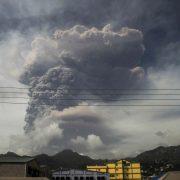 Erupție vulcanică în Caraibe, după zeci de ani de inactivitate. Norii de cenușă se văd din spațiu