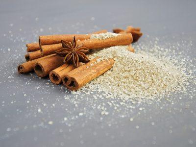 Care este diferența între zahărul vanilat și cel vanilinat