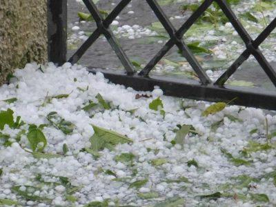 Fenomene meteo extreme! Vijelii și grindină până vineri seara