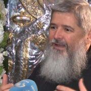 Preot Vasile Ioana: Am băgat lumânarea prin veșmânt şi am pus-o la stomac. Ardea, dar nu frigea!