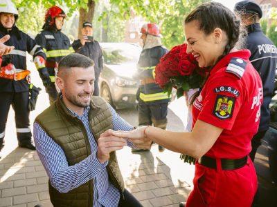 Cerere în căsătorie inedită: un paramedic SMURD a primit cea mai frumoasă surpriză