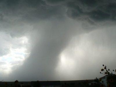 Fenomene meteo extreme în România. Vânt de până la 100 de kilometri și grindină în cantități însemnate