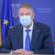 Bani de la stat pentru aproape 80.000 de români. Klaus Iohannis a semnat legea