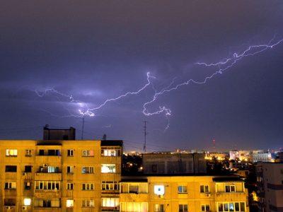 Cod galben de vreme rea! Vânt, ploi și descărcări electrice în cea mai mare parte din țară