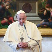 Papa Francisc are probleme de sănătate. A stat trei ore în operație