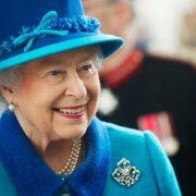 Regina Elisabeta a II-a la volan, fără să dețină permis. Cum a fost surprinsă suverana