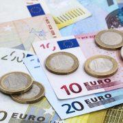 BNR: Cursul de schimb al monedei naționale face un pas înapoi