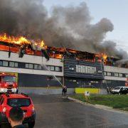 Incendiu uriaș în Cluj Napoca. Oamenii sunt sfătuiți să stea în case