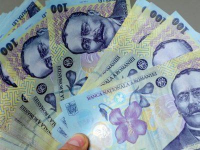 Executivul a adoptat majorarea salariului minim de la începutul anului viitor