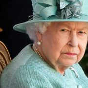 Ce probleme are Regina Angliei. Suverana de 95 de ani a stârnit îngrijorare la un eveniment public